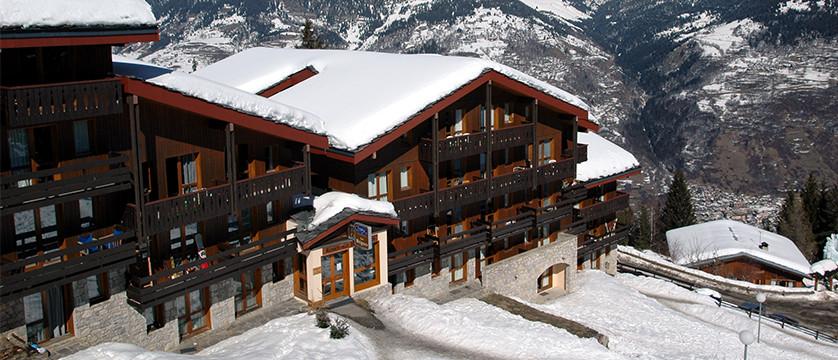 france_three-valleys-ski-area_courchevel_les_brigues_apartments_exterior2.jpg